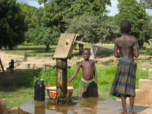 La corvée d'eau en savane togolaise
